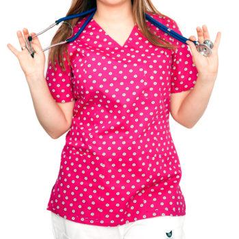 bluza-medyczna-rozowa-kwiatki-03